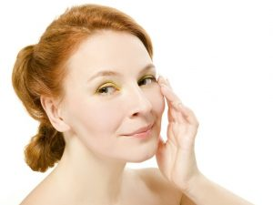 ¿Cómo evitar las bolsas de los ojos? Aspecto jovial y terso